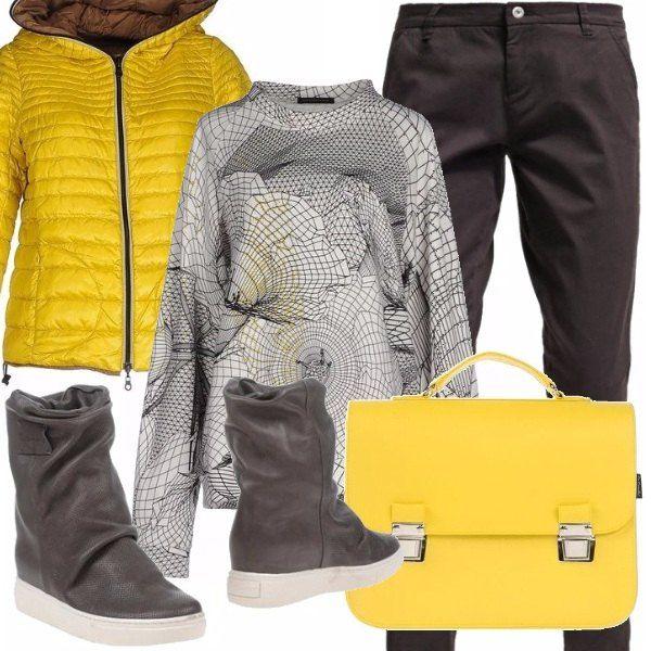 Piumino giallo sole, chino black comodissimo, felpa extralarge e delle calzature che vogliamo dire? Io le trovo davvero originali, penso di metterle anche nella mia wish list ;). La borsa cartella, per un eccentrico mood, non poteva che essere gialla!