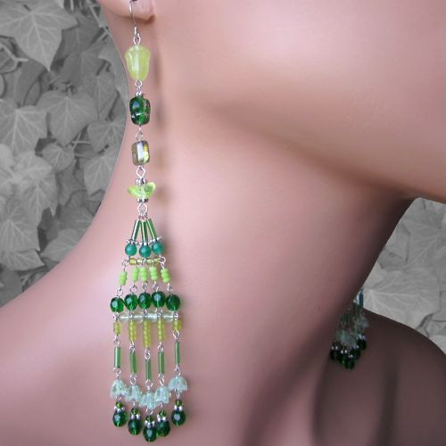 Sommer-gruen-sehr-lange-Ohrringe-Glasperlen-zum-Bandeau