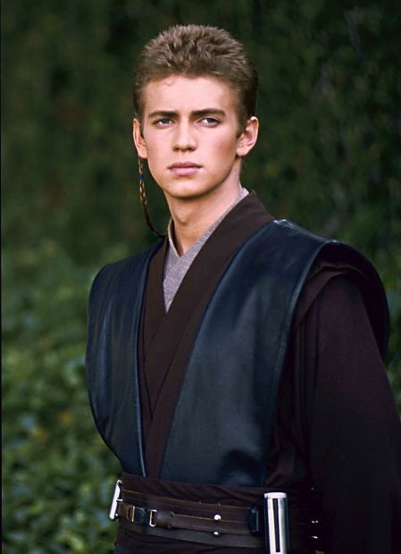 So much better looking with short hair <3 I see why Padme fell in love with him. Dangerous and handsome ;)
