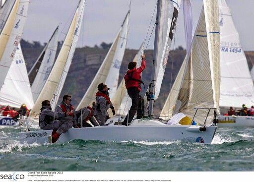 Au Grand Prix de l'école Navale par J Vapillon #Like #Nice #Brest | www.ScanVoile.com