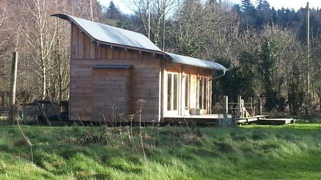 Small house clad in Douglas Fir by Morphut Ltd.