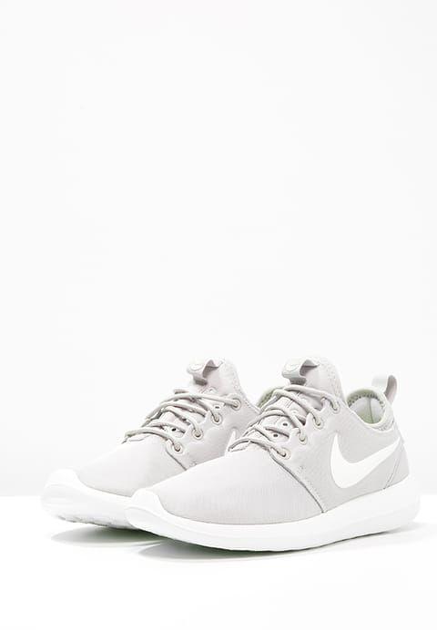 Nike Sportswear ROSHE TWO - Zapatillas - light bone/light iron ore/summit white/volt - Zalando.es
