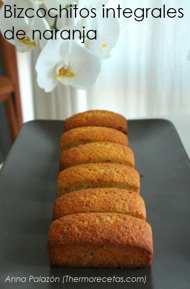 Esponjosos bizcochitos integrales con un intenso aroma de naranja, ideales para completar nuestros desayunos más saludables.