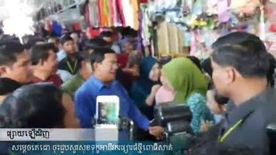 សម្តេចតេជោ អញ្ជើញសួរសុខទុក្ខបងប្អូនអាជីវករផ្សារធំថ្មីពោធិសាត់កាលពីពេលថ្មីៗនេះ (ផ្សាយឡើងវិញ)  Samdech Techo visited Phsar Thom Thmey Pursat Market ( Rebroadcast)