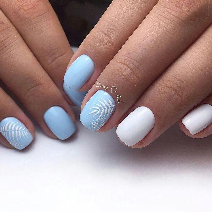 Белый голубой маникюр