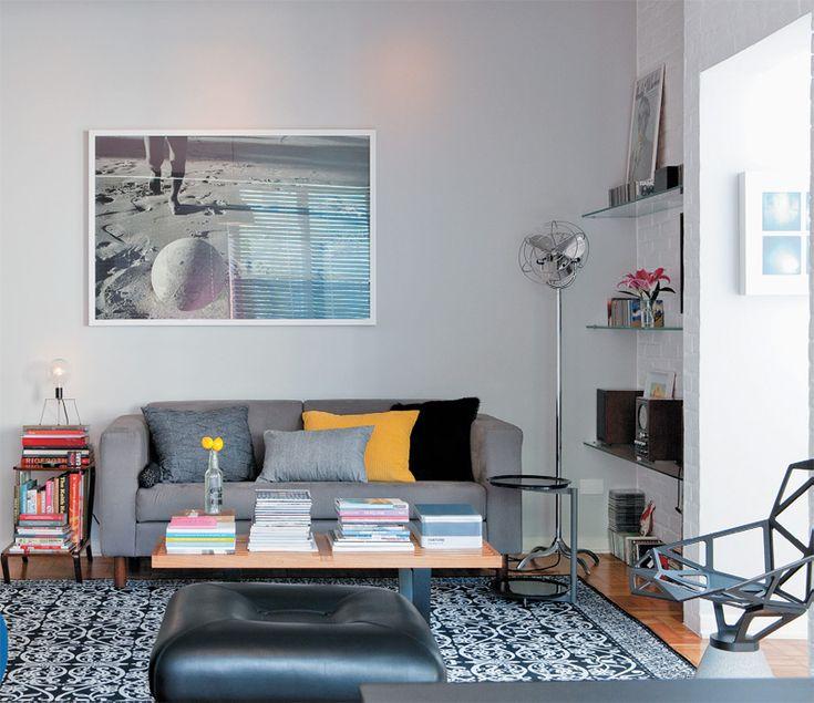 Apartamento com tons de cinza e peças de design