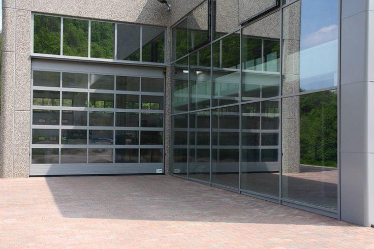I nostri portoni sono disponibili in diverse tipologie di tamponamenti panoramici trasparenti.