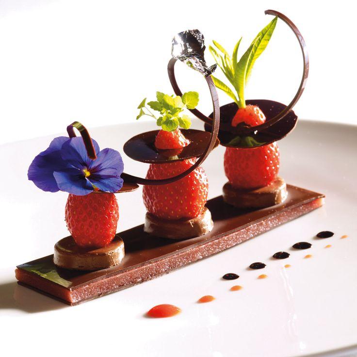 A&G » Gastronomie » Recettes » Desserts » Choco fraise gariguette, pectine de fraise et son jus centrifugé - Arts & Gastronomie ®   Gastronomie, recettes, vins, décoration, design, mode, art de vivre... Arts & Gastronomie ®
