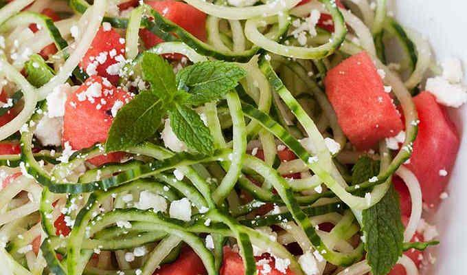 Wassermelonen Feta Salat mit Gurken-Spaghetti - Kochkarussell.com
