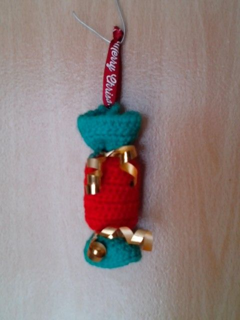 Our hanging crackers come in various colours and are big enough to put those little extras in for Xmas!