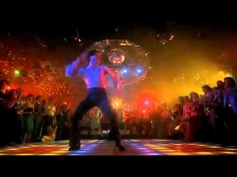 John Travolta bailando ao som dos embalos de sabado a noite