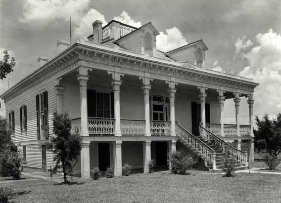 The 25 best abandoned plantations ideas on pinterest for Civil war plantation homes for sale