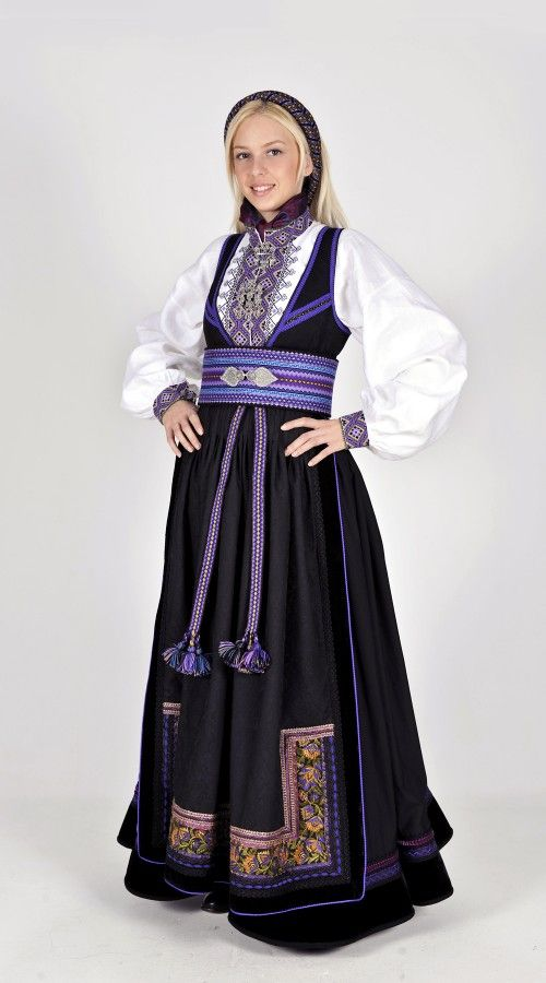 Norwegian folk dress from region of Telemark | Beltestakk fra Telemark