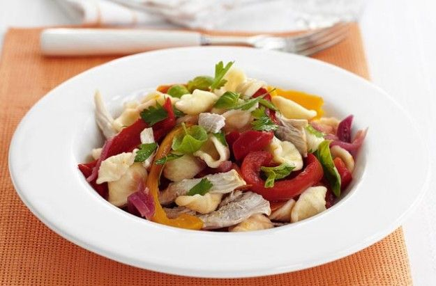 Slimming World's chunky chicken and pasta salad