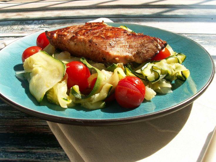 łosoś teriyaki na cukiniowym makaronie / salmon with teriyaki sauce to zucchini