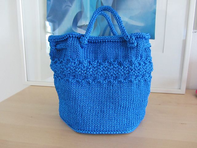 Knitting Bag Pattern Pinterest : 47 best images about Knitting - Bags on Pinterest Free pattern, Cable and R...