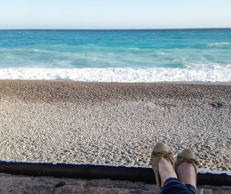 promenade des Anglais / Nice / France / 25 aprile di relax . . . . . . . #nizza #nizza #promenadedesanglais #spiaggia #sand #relax #sea #seascape #picoftheday #waves #italiangirl #italianmarinepainter