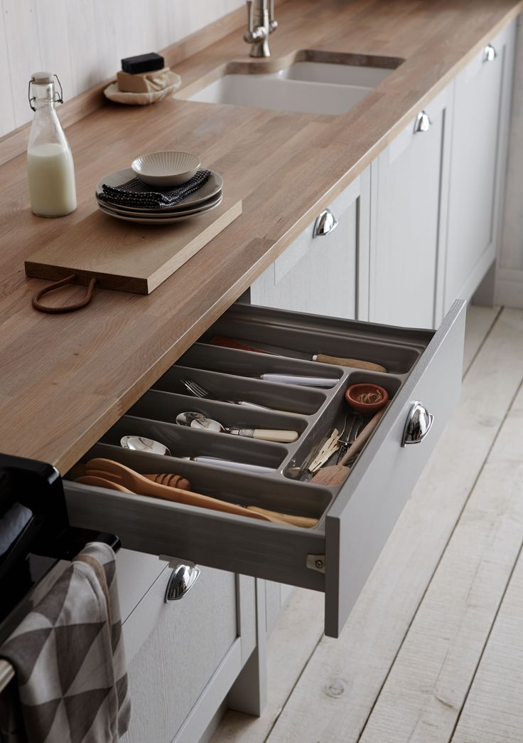 Get organised in the kitchen and add a cutlery tray to your drawers.  Here featured in the Allendale Dove Grey Kitchen by Howdens. The perfect shaker style kitchen.