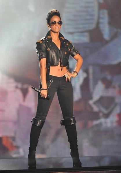 Rihanna 2008 VMA's kick ass outfit