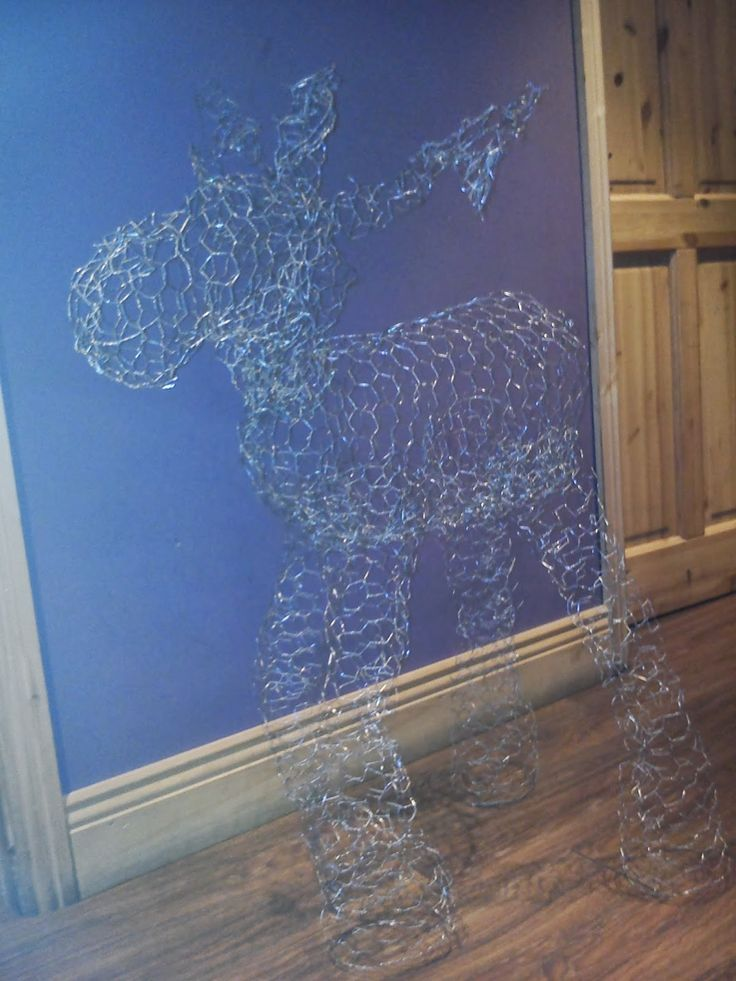 The Art Of Up-Cycling: Diy Christmas Decorations - Chicken Wire Rudolf - If I Did It So Can You