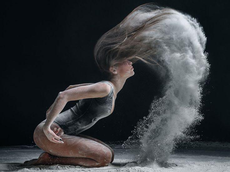 Maravilloso cuerpo humano Femenino en movimiento