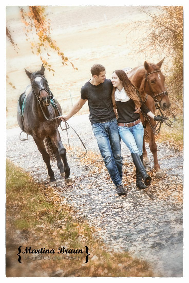love, horses and a cute couple | outddor shoot | engegament #countrycouple…