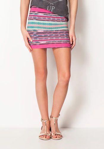 ¿Quieres lucir esa preciosa falda étnica de temporada que te compraste? ¡También luce las piernas! Ahora que empezaremos a usar faldas cortas preocúpate de hidratar la piel de tus piernas y pies.