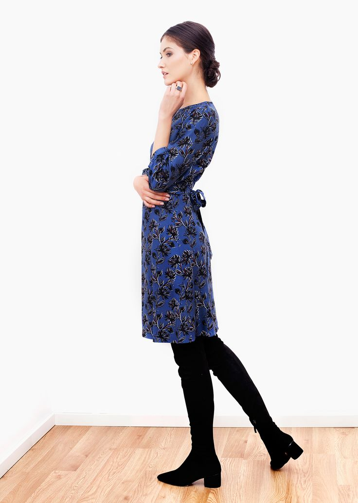 Olivia dress - blue print.Made in fluid fabric, this dress displays a lovely, feminine character, gently emphasizing the figure. It features ¾ sleeves and boat neckline with delicate V-cut in the front. Its line is adorned by the unique, vibrant print.
