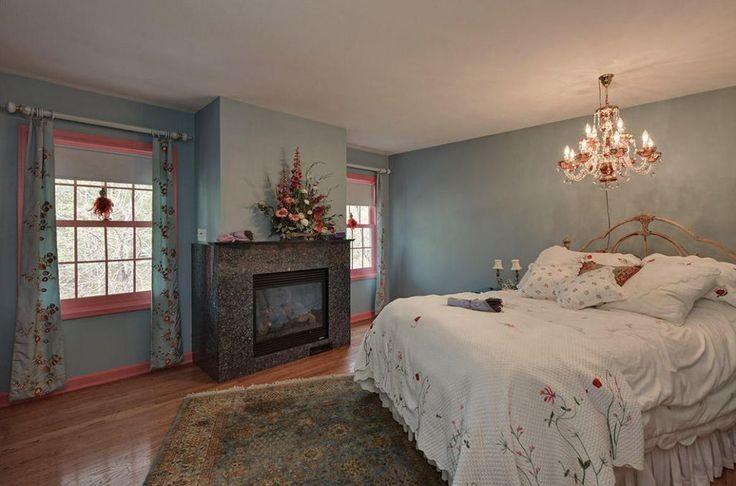 View 25 photos of this $2,750,000, 8 bed, 11.0 bath, 14000 sqft single family home located at 4654 Lake Club Cir, Oconomowoc, WI 53066 built in 1962. MLS # 1516661.