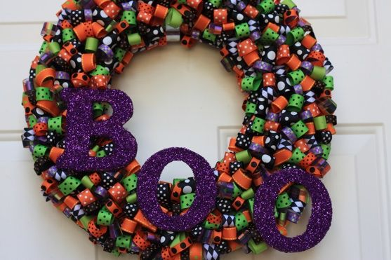.Halloween Decor, Diy Fashion, Ribbons Crafts, Ribbons Wreaths, Fall Wreaths, Halloween Ribbons, Ribbon Wreaths, Halloween Wreaths, Halloween Diy