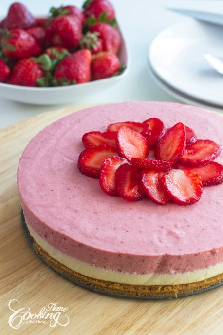 No-Bake White Chocolate Strawberry Mousse Cake-1