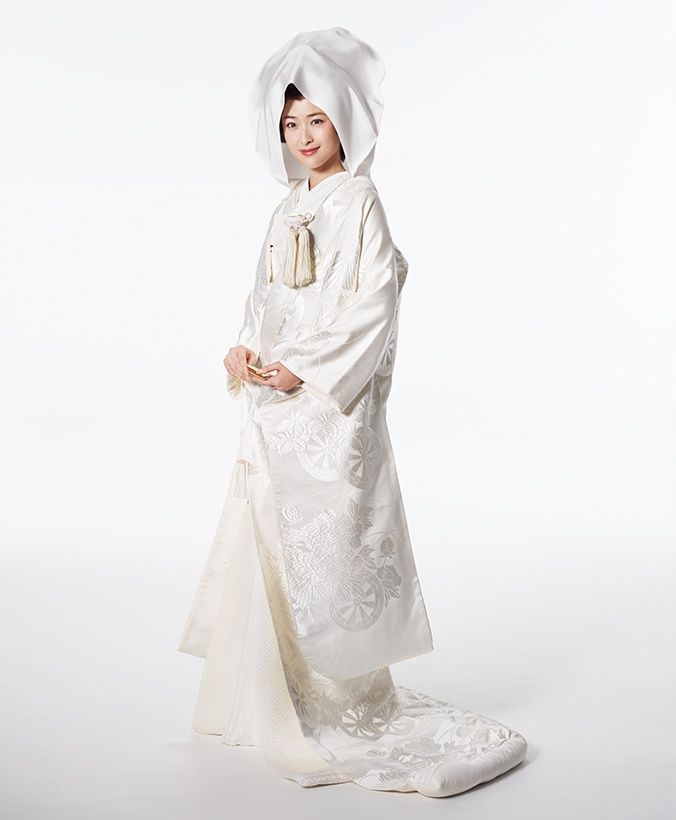 Shiromuku in Pure White with Delicate Carriage Print from Hatsuko-Endo.co.jp