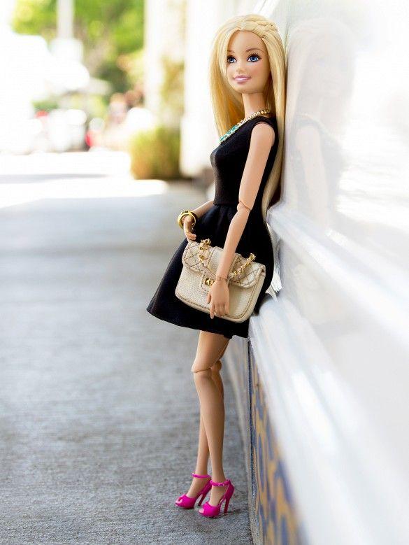 OMG: Barbie has an Instagram! // İnanamıyoruz ancak Barbie'nin de artık Instagram hesabı var!