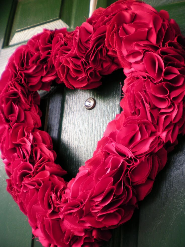 Red heart wreath: Holiday, Valentines Day, Red Heart, Diy, Wreaths, Valentine Wreath, Valentine S, Heart Wreath, Crafts