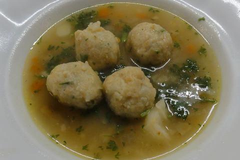 Jak uvařit polévku s květákovými knedlíčky | recept