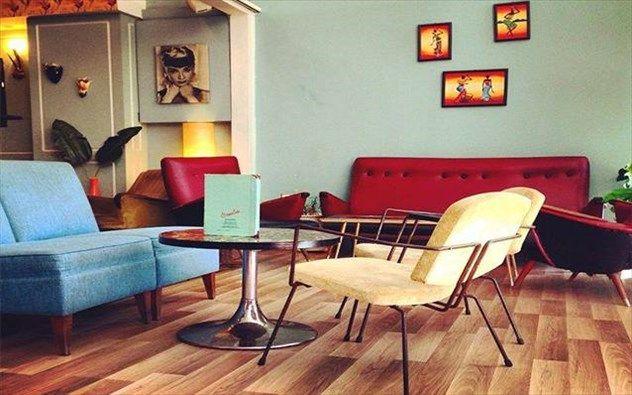 http://www.clickatlife.gr/citylife/story/95823/ta-magazia-pou-tha-baloun-fotia-sto-instagram