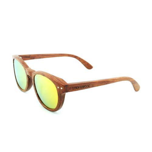 Op zoek naar een unieke zonnebril? Dan is onze houten zonnebril Amazone wellicht iets voor jou! Dit ronde model van Rose hout met gespiegelde oranje glazen hebben wij speciaal laten maken voor vrouwen met een wat smaller gezicht. De combinatie van het hout met de oranje glazen zijn gegarandeerd een eye-catcher! Tot slot hebben de brillen naar buiten verende scharnieren, waardoor de bril bijna iedereen goed zal passen!