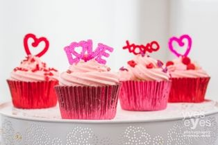 loveheart and hugs and kisses cupcake decorations from cupcake corner www.cupcakecorner.com