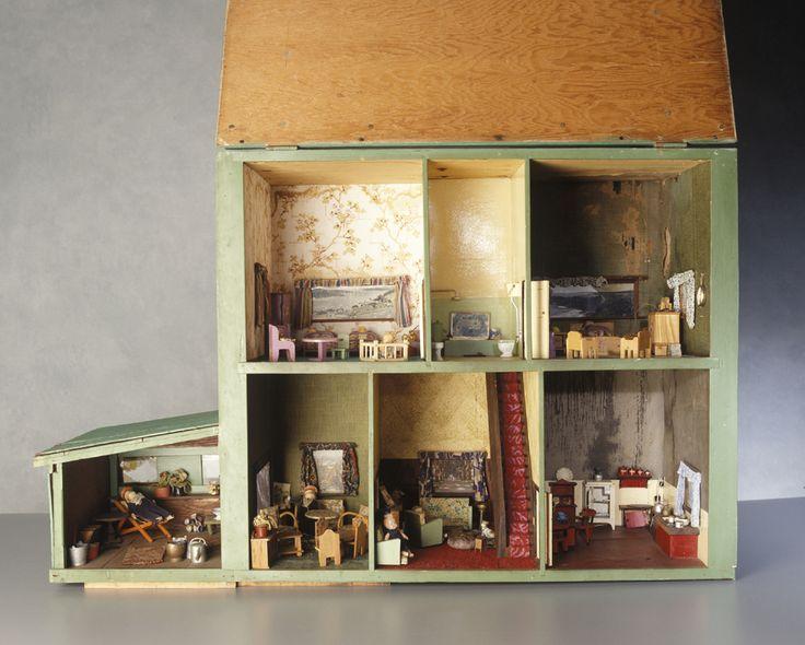 1940s vintage dollhouse  wood   Source  Powerhouse Museum. 61 best Dollhouses Vintage images on Pinterest   Dollhouses