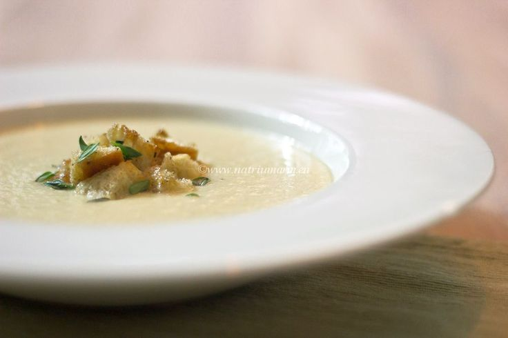 Creamy Celeriac soup with Garlic-Thyme croutons (in Dutch with ...
