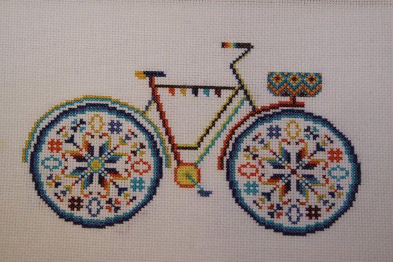 Summer bike with basket in bright colors por PatternsCrossStitch