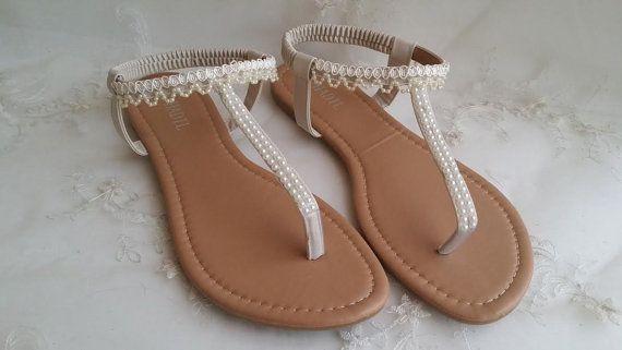 Sandali da sposa color avorio con perle e pizzo di ABiddaBling