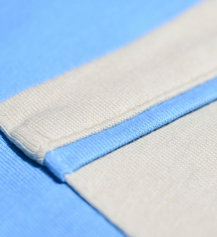 pocket on left chest in a contrasting color. More details in: http://www.oceanstitch.pt/en/Products-Men/Supertubos-Tee