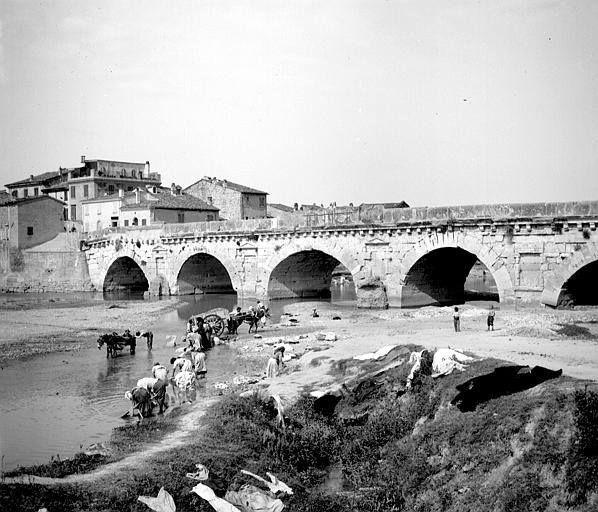 Lavandaie e carrettieri sul greto del Marecchia primi del '900. - http://ift.tt/1QHw0oq #facebook