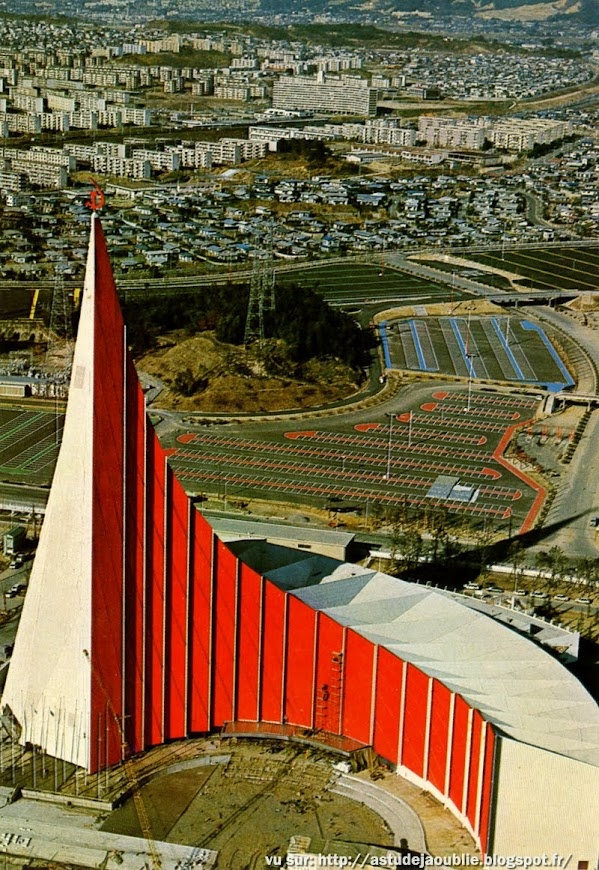 """Osaka - Japon - Cartes postales de l'Expo70. Pavilion of Soviet Union - Architecte: M. Posokhin Theme, """"Harmony of man and nature, harmony of individual and society"""", The dynalic and solid structure of this pavilion, conveying the image of numerous triangles, rises to a height of 100m above the ground, and is designed to dramatize the ceaseless progress of russian people."""