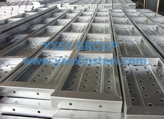 Scaffolding #MetalPlanks Material: Q195 or Q235   Surface treatment: Pre-galvanized Color: Silver Length: 1000-4000mm or as your request Width: 210-500mm Thickness: 1.0-2.0mm Height: 38mm, 45mm, 50mm, 60mm, 76mm Hook: Φ43mm,Φ50mm Emboss: Available