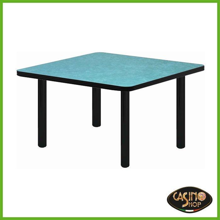 ART.0135  Tavolo da burraco. Tavolo da gioco con gambe di metallo dal diametro di 6cm. Il tavolo è costruito in legno e il piano è rivestito con un panno in microfibra dal colore verde. Dimensioni del Piano: 80x80 cm.  Altezza: 74.5 cm.