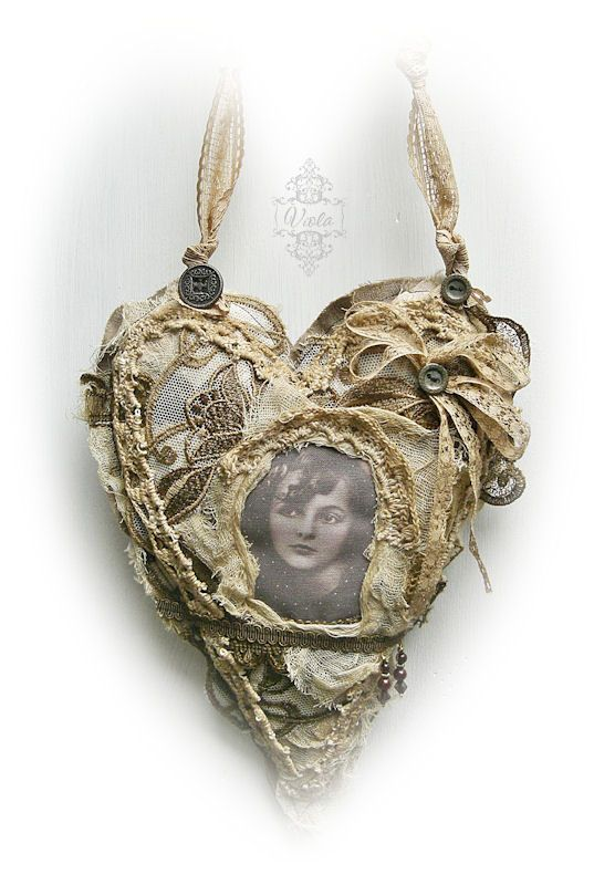 Would be so pretty with Mother's picture inside... she would love to see me wearing it :)