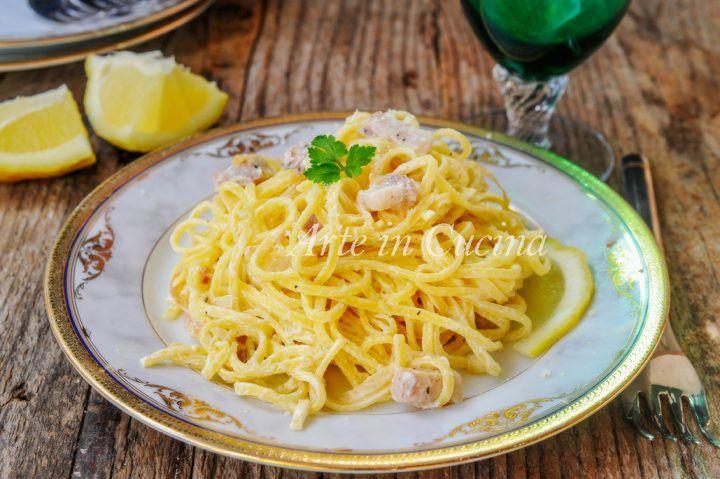 Tagliolini al limone, ricetta napoletana, primo piatto veloce, ricetta pranzo o cena, piatto profumato al limone con pancetta, cucina napoletana semplice, cena veloce