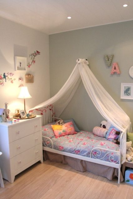 Little Girls Bedroom Decorating With Light Room Colors And Fabrics. Makayla  Would Love The Bed Canopy.